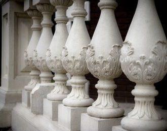 Изготовление и установка балясин из бетона: основные этапы производства