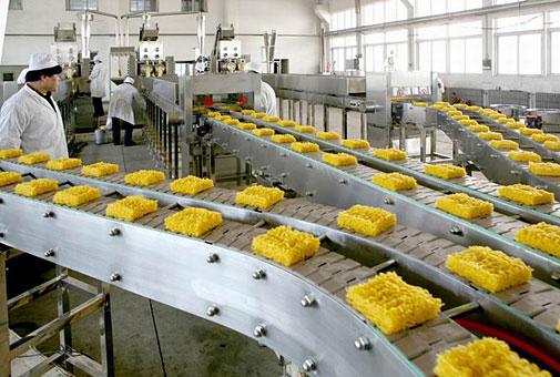 Производственная линия для создания лапши быстрого приготовления.