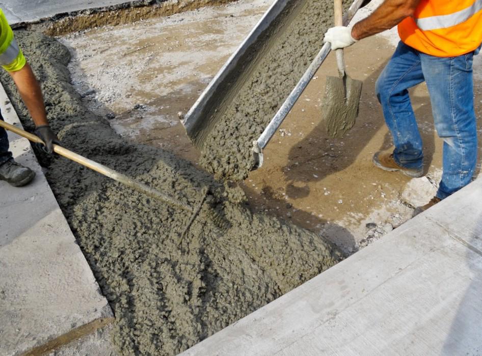 Как выглядит процесс покрытия бетоном поверхностей.