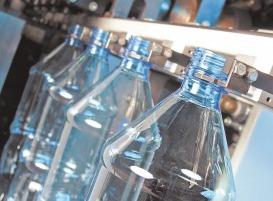 Процесс изготовления пластиковой тары на производстве.