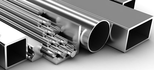 Несколько вариантов готовой продукции для продажи в виде алюминиевого профиля.