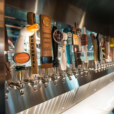 Необходимое оборудование для разлива сваренного на пивоварне пива.