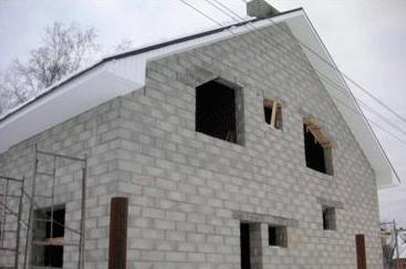 Частный дом, при строительстве которого использовались пеноблоки.