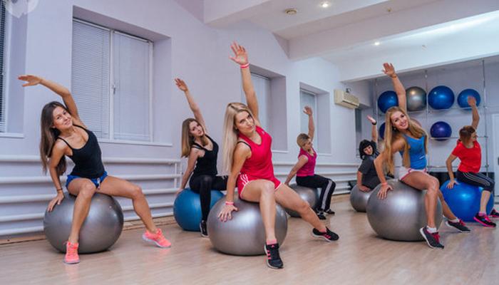 Помещение оформленное под тренировки для девушек.