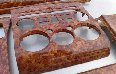 Аквапринт нанесен на поверхность детали.