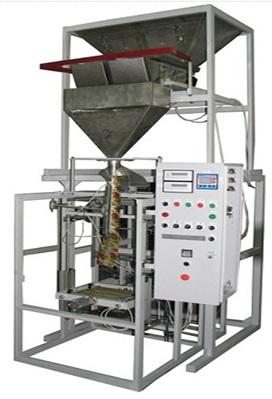 Оборудование для фасовки круп на производстве.