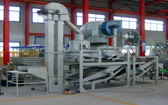 Изготовлнение круп на производстве с помощью професионалного оборудования.