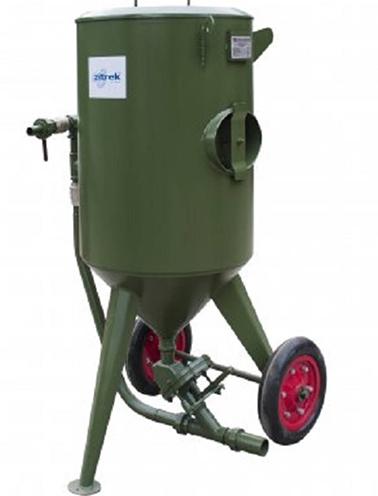 В роли абразива в аппарате используется дробь из чугуна, шлифовальный песок и пыль стального состава.