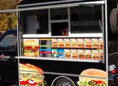 Киоск с бургерами на колесах