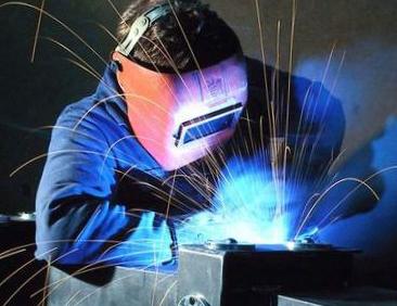 Сварка металлических деталей, сколько может заработать сварщик.