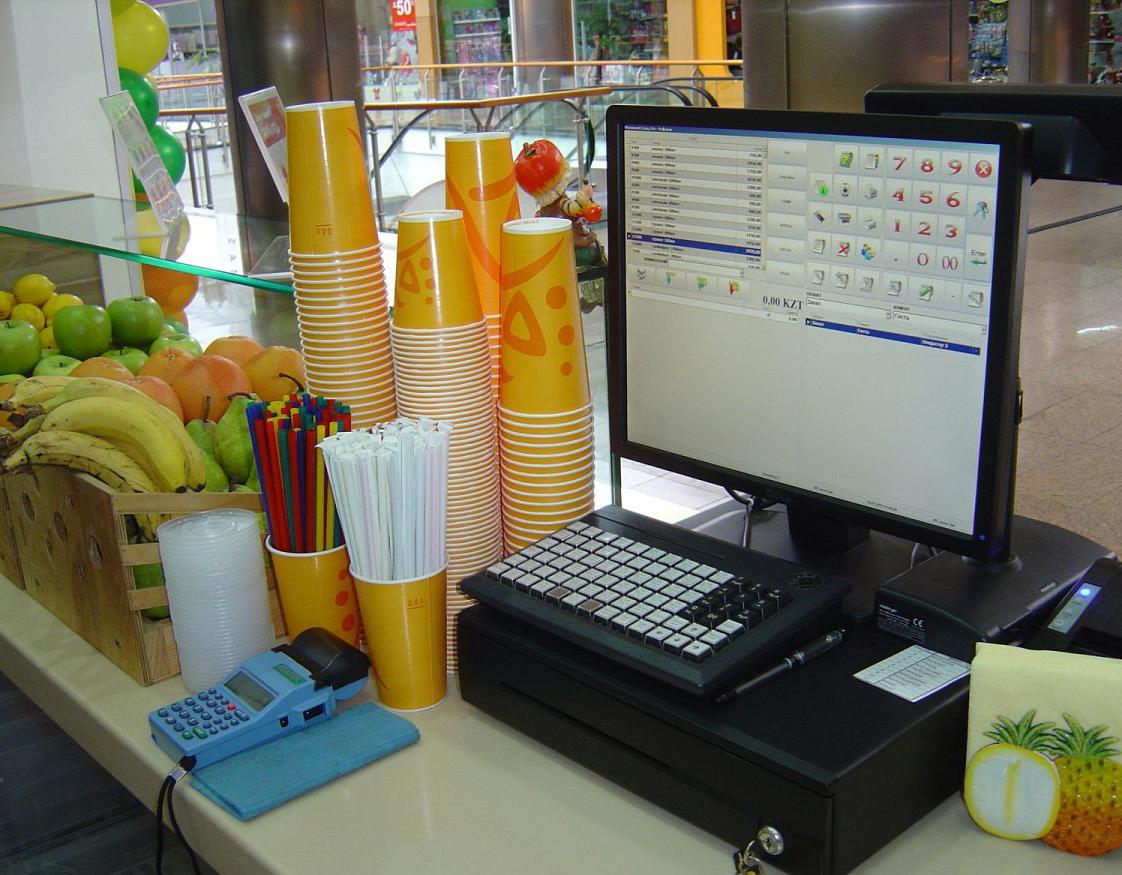 Оборудование на рабочем месте продавца в фреш-баре.
