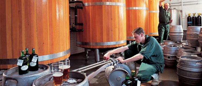 Необходимое оборудование для процесса наполнения бочек пивом.