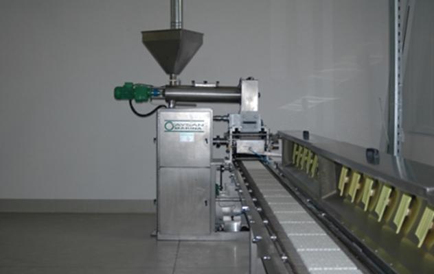 Производство рафинированного сахара методом литья.
