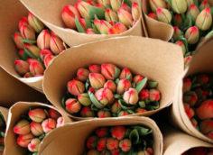 Внешний вид букетов из тюльпан для бизнеса.
