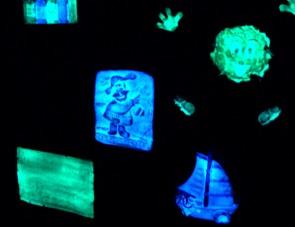Магниты из фосфора на холодильник которые светятся в темноте.