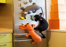 Плюшевые магниты на холодильник в виде животных.
