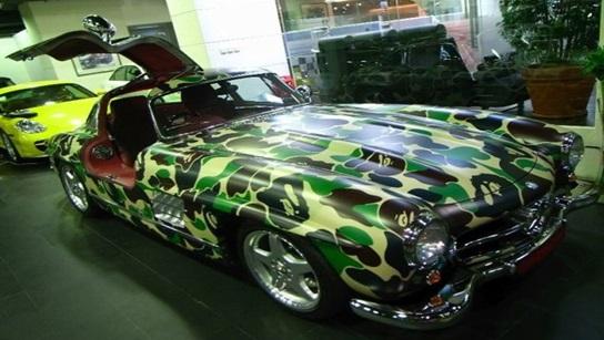 Автомобиль разуркашен аквапринтом.