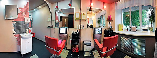 Оборудованый салон парикмахерской.