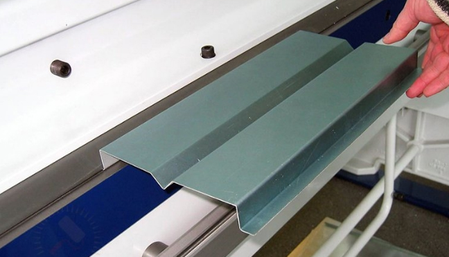 Гибочный пресс для производства гибку листового металла в холодном состоянии.