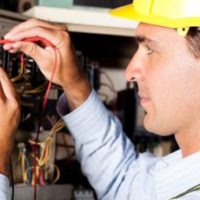 Какая зарплата у электрика?