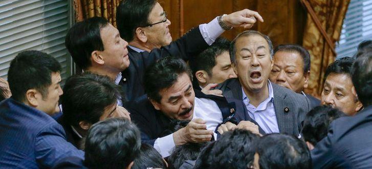 японские депутаты