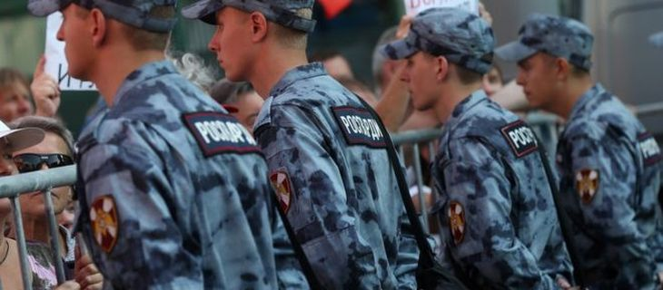 Сократили зарплату росгвардии офицерам